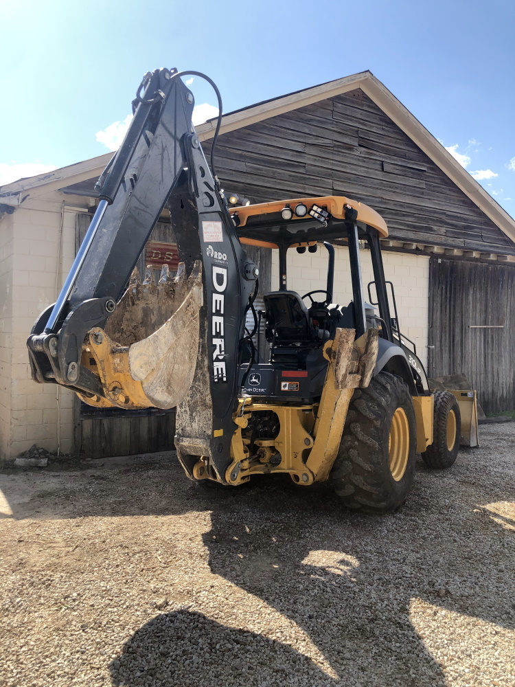 Backhoe-with-excavator
